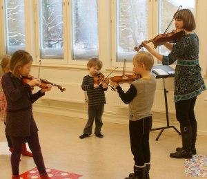 Tidiga övningar med fiol